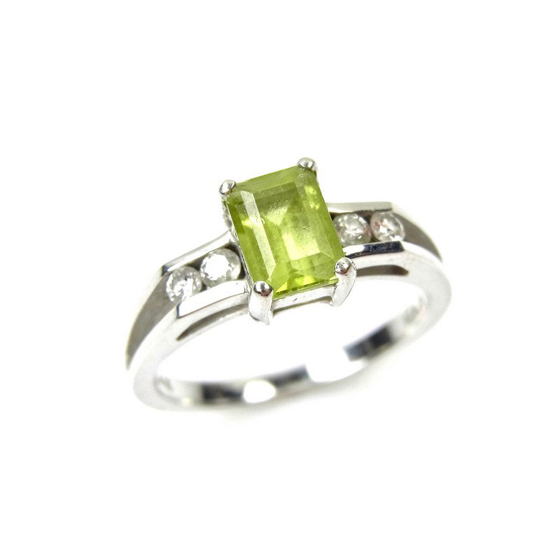 14 ct white gold peridot and ring