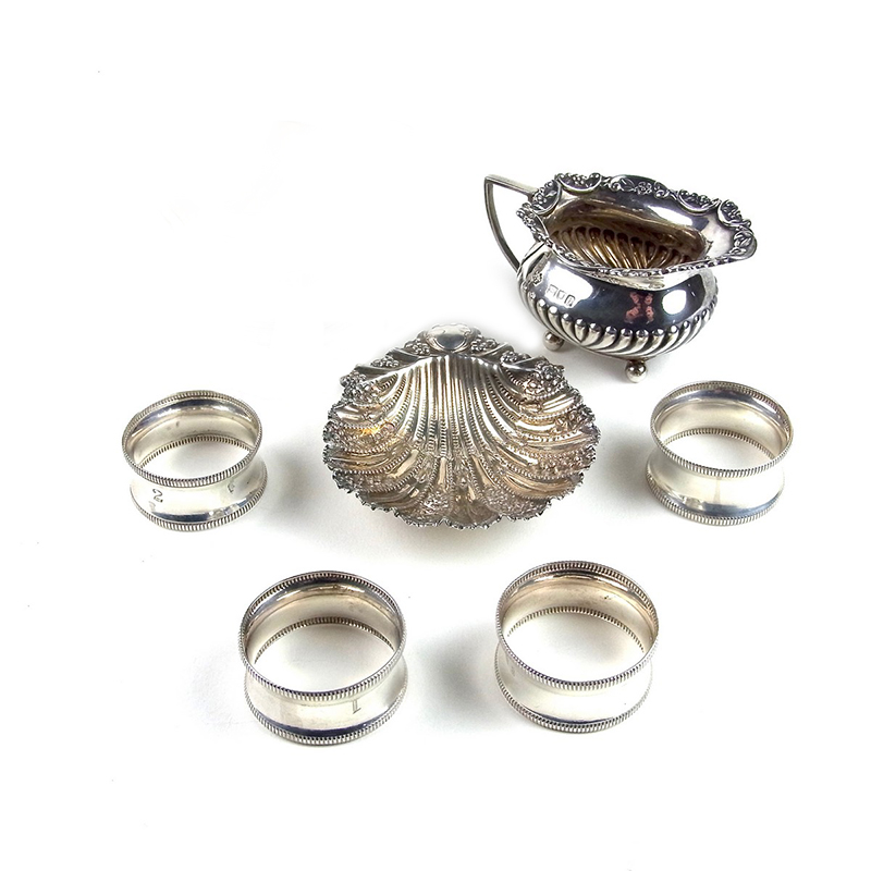 A collection of Victorian English silver items - Image 1
