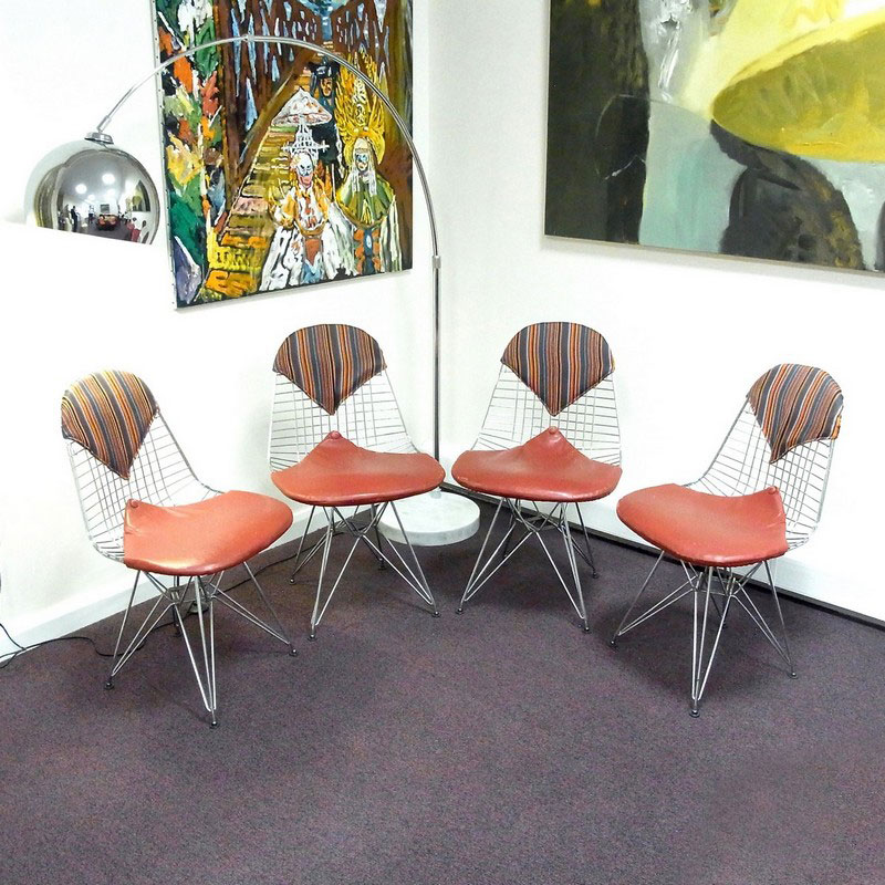 A group of four Charles and Ray Eames wire dining chairs, post 1951 - Image 1